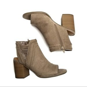NWT Universal Thread Taupe Heel with Open Back